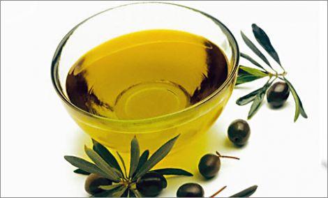 оливкова олія є складником багатьох рецептів краси