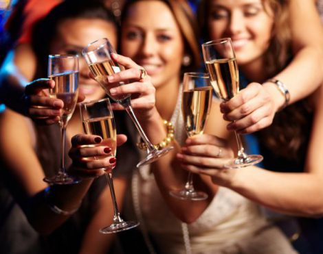 Науковці рекомендують жінкам пити шампанське