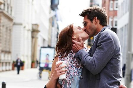 Мило: 10 деталей, які завжди помічає чоловік, дивлячись на вас