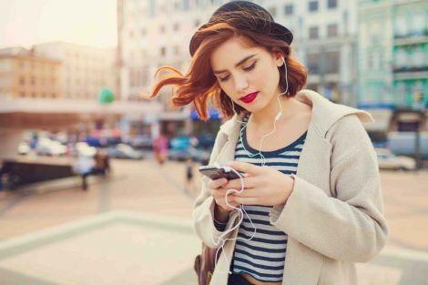 Чому потрібно протирати смартфони дезинфікуючим засобом?
