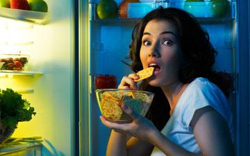 вживання жирної їжі на ніч погіршує якість сну
