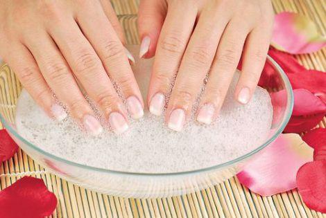 Як відновити пошкоджені нігті?