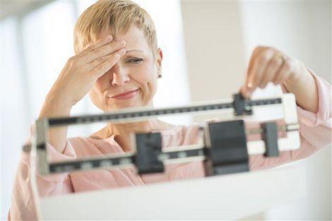 Чому люди набирають зайву вагу взимку?