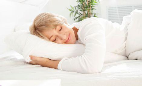 Чи безпечно спати без подушки?