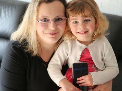 Дворічна дівчинка врятувала життя своїй мамі