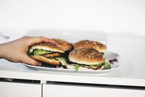 Медики розвіяли міф про шкоду їжі після шостої вечора