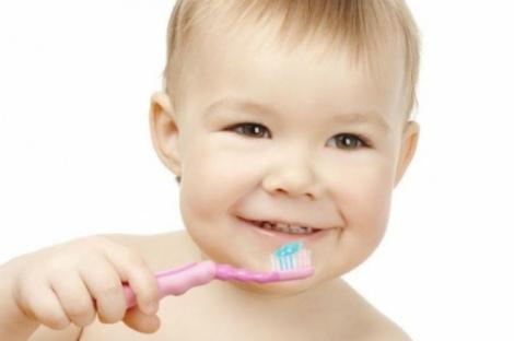 Білосніжна усмішка у дитини