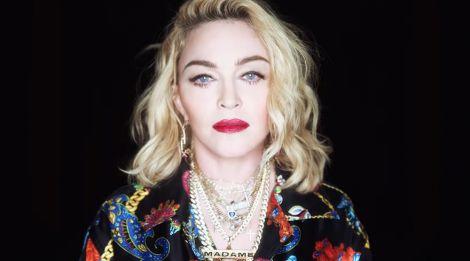 Зі співачки Мадонни викачали кров