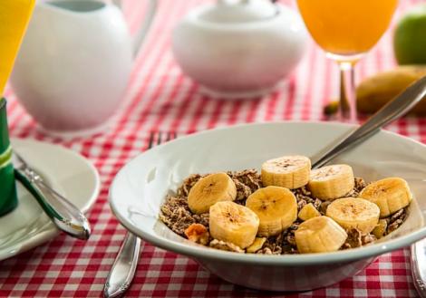 Продукти, якими не варто снідати у похилому віці