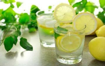 Вода з лимоном сприяє схудненню