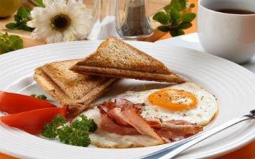 Вчені переконані: ситний білковий сніданок підтримаю фігуру стрункою