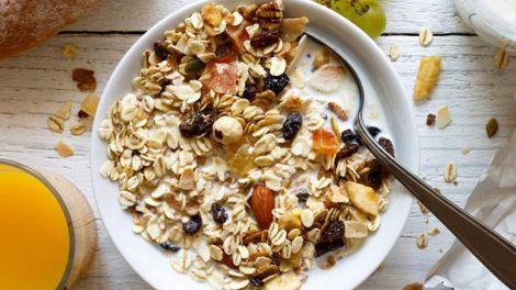 Правильний сніданок: прості і корисні добавки до ранкової каші перерахували фахівці