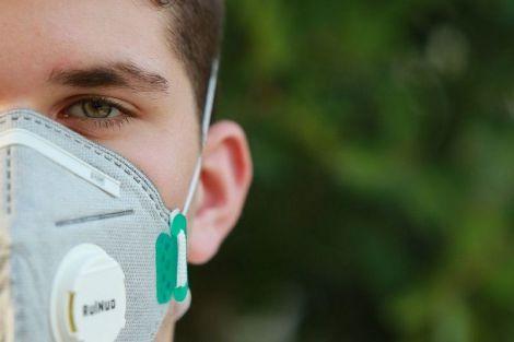 Вчені розповіли, наскільки реально заразитися коронавірусом на вулиці