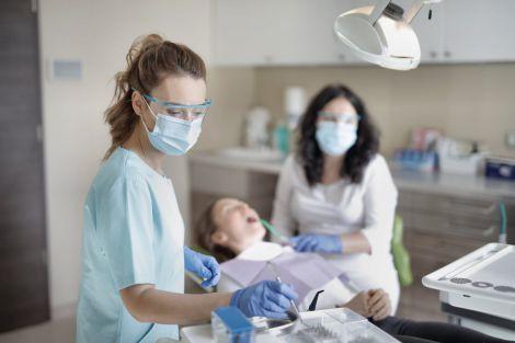 Удаление зубного камня: почему это так важно? Как происходит очистка?