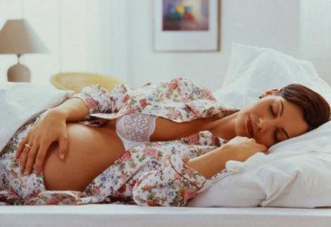 Комфортна поза для сну вагітної