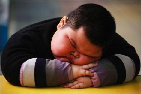Як зайва вага впливає на ваш сон?