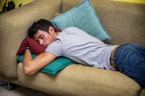Чому шкідливо спати на животі?