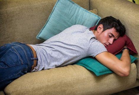 Небезпечна поза для сну