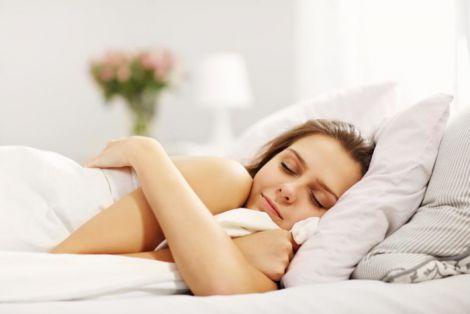 Поза для сну, яка провокує біль у спині