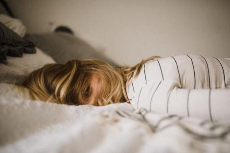 Поганий сон провокує проблеми з кишечником