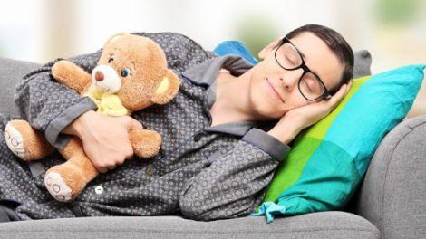 Скільки годин на добу потрібно спати?