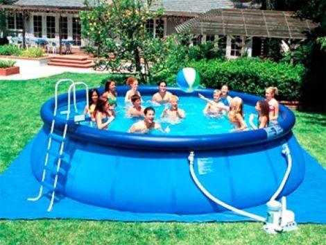 С надувным бассейном для детей и для ваших друзей время будет пролетать легко и умиротворенно