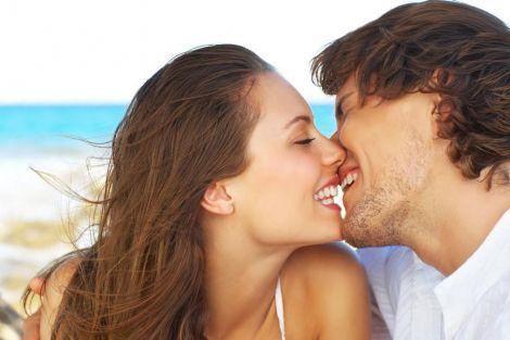 Три хвороби, які передаються через поцілунки