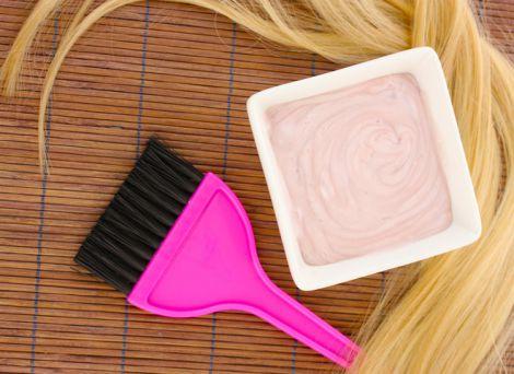 Як фарбувати волосся в домашніх умовах? (ВІДЕО)