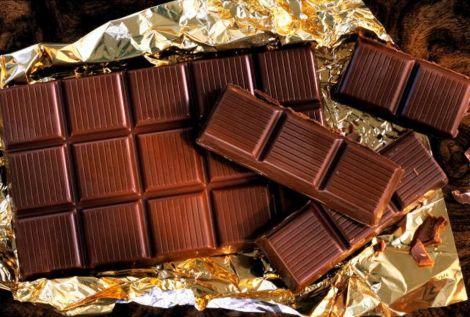 Корисний чорний шоколад