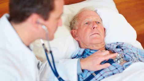 Можливі симптоми серцевого нападу перерахували кардіологи