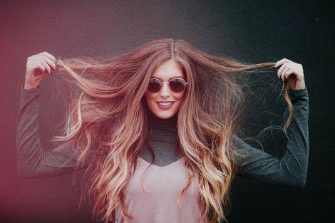 Трихолог вказав на поширені помилки при догляді за волоссям