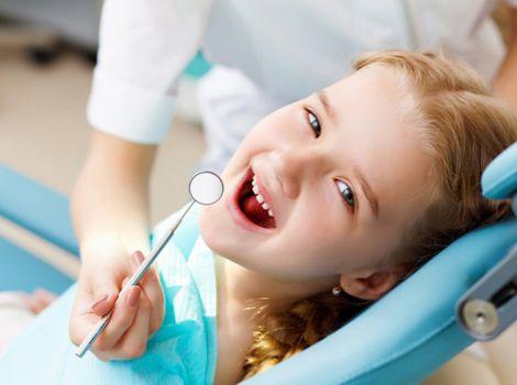Первый визит к стоматологу: как настроить ребенка?