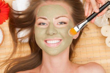 Після глиняної маски зволожте шкіру