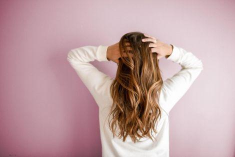 Чому волосся росте повільно?