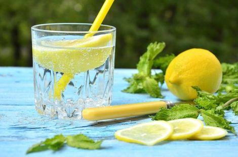 Як мотивувати себе пити воду з лимоном: ТОП 10 фактів