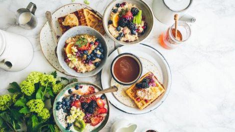 З чого повинен складатися правильний сніданок: підказки дієтолога