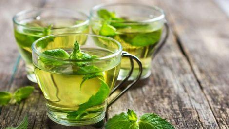 Зелений чай може забарвити зуби
