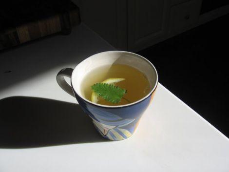 М'ятний чай допомагає спати краще