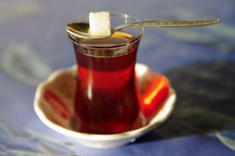 Чому чай з цукром може шкодити здоров'ю?
