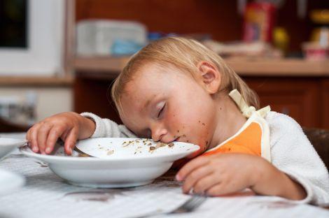 Чому дітям краще не переїдати?