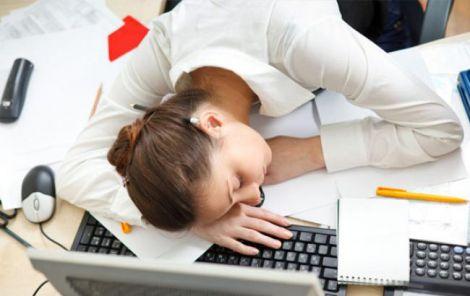 Після перевтоми виникають проблеми зі сном