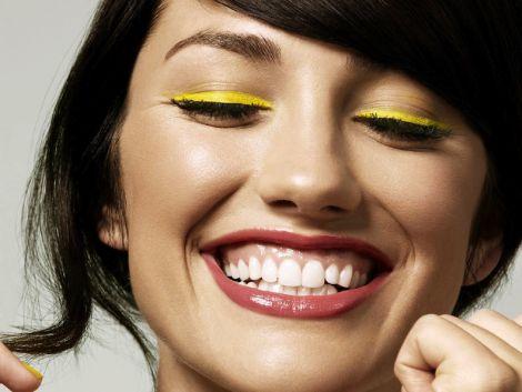 Від яких продуктів біліють зуби?