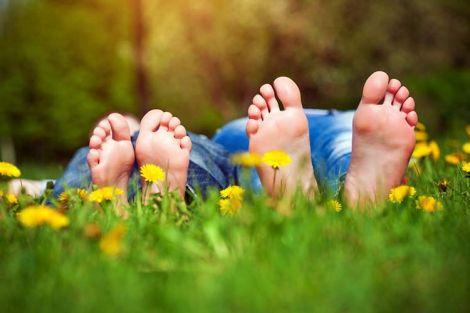 Як захистити ноги від грибка у літню пору?