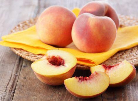 Користь соковитих персиків