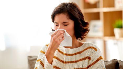 Як відрізнити сезонну алергію від коронавірусу, розповіли експерти