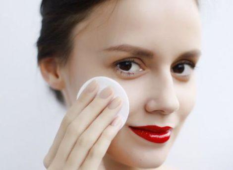 Очистка обличчя від макіяжу