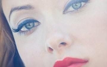 У кого маленькі очі, не рекомендується підводити нижні повіки і використовувати темні підводки