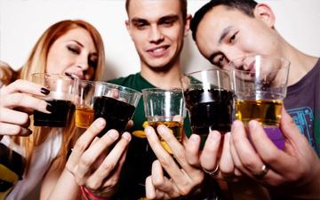 скільки алкоголю вживають у різних країнах світу?