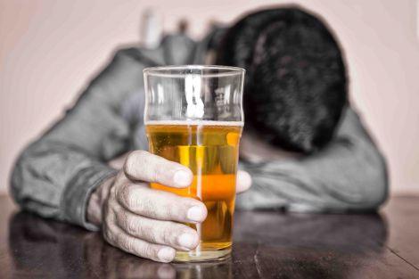Алкогольна залежність