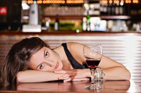 Як алкоголь впливає на красу шкіри?